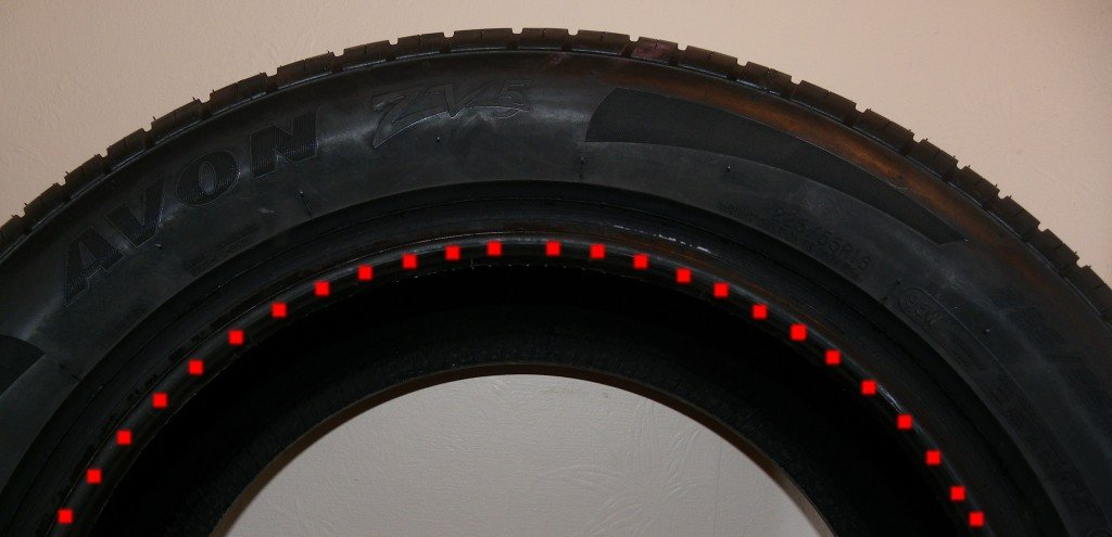 tyre with the bead highlighted with red dots